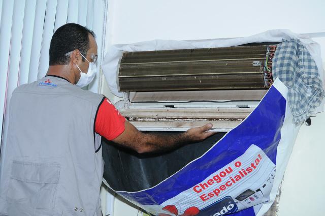 Exemplo de limpeza geral realizada por um profissional.