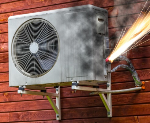 Ar-condicionado pegando fogo