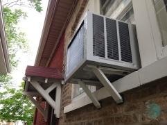 Exemplo de suporte de janela. Esse modelo é bastante perigoso por ser bastante frágil. Utilize-o somente no térreo.